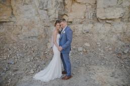 Emotionales Hochzeitsfoto im Steinbruch von Conny Schöffmann Photography, Hochzeitsfotograf Würzburg