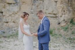 Fotoshooting des Brautpaars mit Conny Schöffmann Photography bei der Weingut Hochzeit in Würzburg