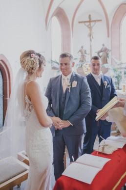 Eheversprechen von Kristina und Austin bei der Hochzeit in Würzburg, festgehalten von Hochzeitsfotograf Conny Schöffmann Photography
