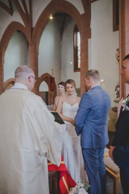 Conny Schöffmann Photography, Hochzeitsfotograf Würzburg, fotografiert Eheversprechen und Trauung der Weingut Hochzeit