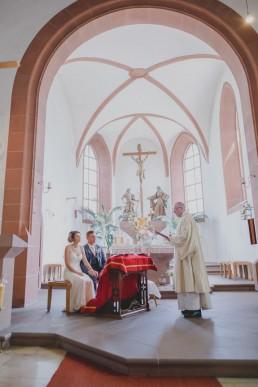 Hochzeitsreportage in Würzburg mit kirchlicher Trauung fotografiert von Würzburger Hochzeitsfotografin Conny Schöffmann Photography