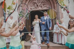 Auszug aus der Kirche nach der Trauung, Hochzeitsfotos von Conny Schöffmann Photography