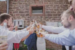 Hochzeitsreportage Würzburg mit Weingut Hochzeit und kirchlicher Trauung von Conny Schöffmann Photography