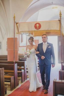 Einzug Braut mit Brautvater in Würzburg, fotografiert von Conny Schöffmann Photography, Hochzeitsfotograf Würzburg