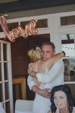 Foto von Braut und Brautvater von Hochzeitsfotografin Conny Schöffmann Photography