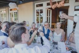 Brautpaar mit Gästen fotografiert von Hochzeitsfotografin Conny Schöffmann Photography