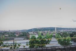 Ausblick über Würzburg mit Heißluftballon im Sonnenuntergang bei der Weingut Hochzeit Würzburg