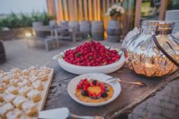 Snack und Kuchen Buffet der Weingut Hochzeit Würzburg, Hochzeitsfotograf Conny Schöffmann Photography