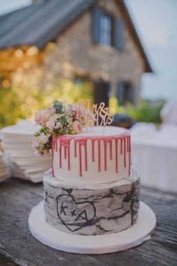 Hochzeitstorte der Weingut Hochzeit, fotografiert von Hochzeitsfotograf Conny Schöffmann Photography