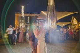 Hochzeitsfotograf Conny Schöffmann Photography fotografiert erster Tanz vom Brautpaar der Weingut Hochzeit