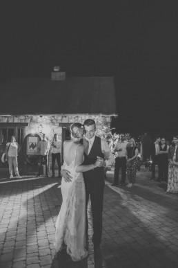 First Dance vom Brautpaar der Weingut Hochzeit Würzburg, von Hochzeitsfotograf Conny Schöffmann Photography