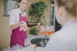 Sektempfang bei Weingut am Stein in Würzburg, fotografiert bei der Weingut Hochzeit von Conny Schöffmann Photography