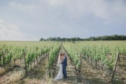 Brautpaarfotos in den Weinbergen bei der Weingut Hochzeit von Hochzeitsfotograf Conny Schöffmann Photography