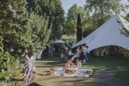 Entspannte Hochzeitsfeier im Freien fotografiert von Würzburger Hochzeitsfotografin Conny Schöffmann Photography