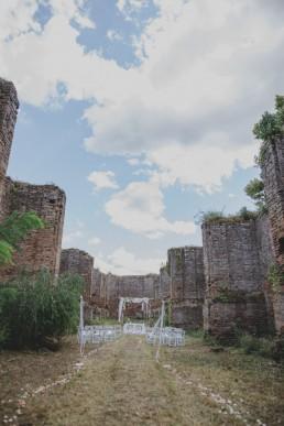 Freie Trauung in einer Ruine otografiert von Hochzeitsfotografin Conny Schöffmann Photography aus Würzburg