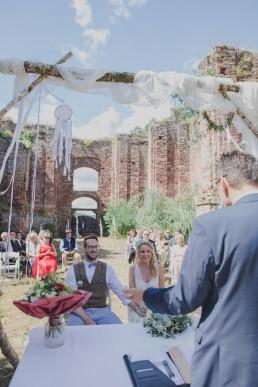 Freie Trauung in Würzburg festgehalten von Hochzeitsfotografin Conny Schöffmann Photography aus Würzburg